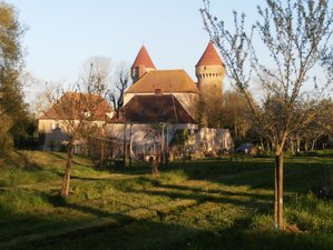 4 Days Yoga Retreat in a Castle with Spa, Walks, Meditation and Oils in Celon, Indre
