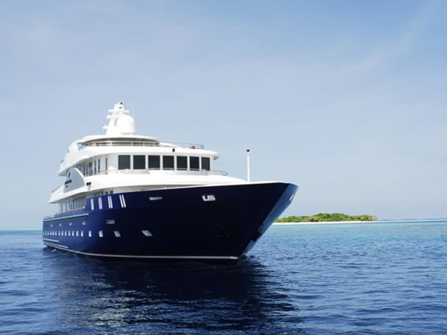 4 Days Diving, Surfing and Yoga on a Yacht in Maldives