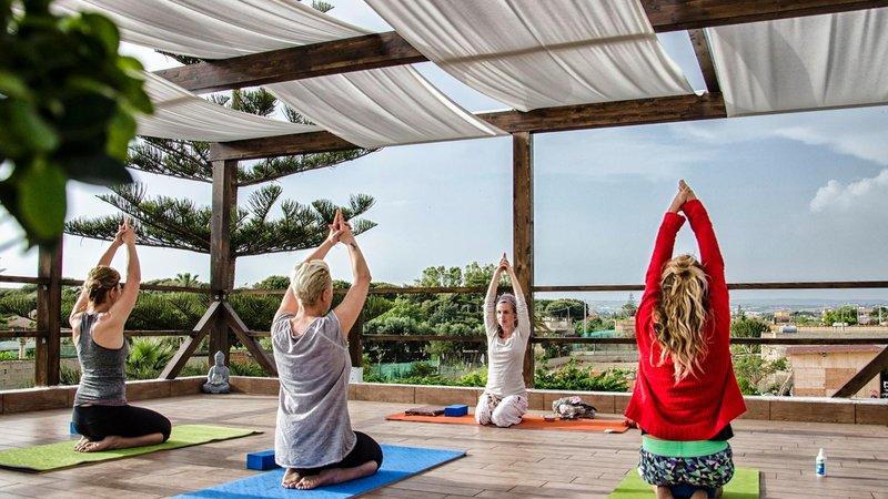 Retro Kühlschrank Yoga : Tage radfahren und yoga urlaub in ragusa italien
