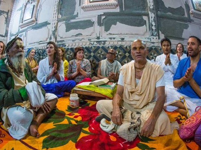 6 days bhakti camp, sailing and chanting in the Kerala Back waters