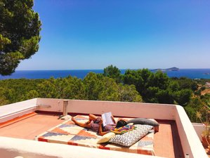 5 días de yoga en un Bed and Breakfast con vista al mar en Ibiza, España