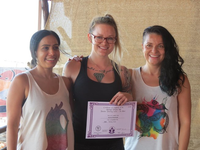 14 días de profesorado de yoga Vinyasa y terapia Ayurveda de 200 horas en Algarve, Portugal