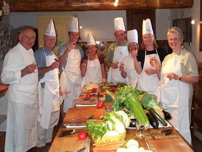 4 Days Taste of Bordeaux Cooking Holiday in Aquitaine, France