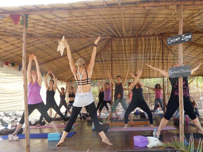 8 Tage Vinyasa Flow Strand Yoga Urlaub in Goa, Indien
