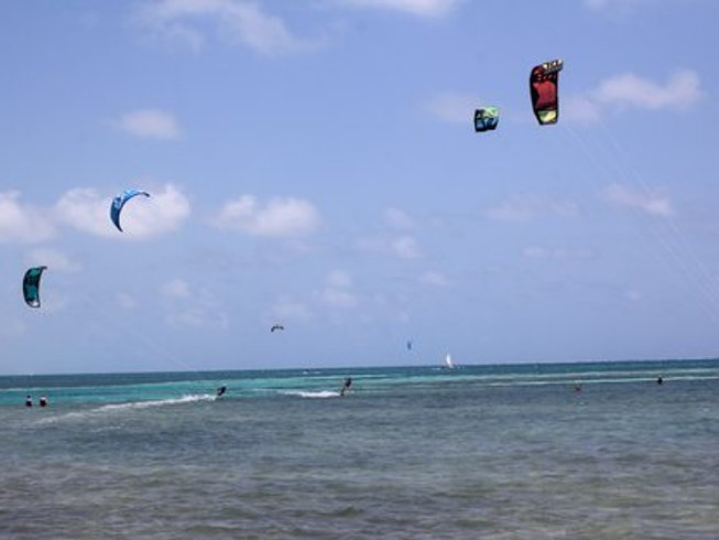 8 Days Kiteboarding and Yoga Camp Retreat in Belize