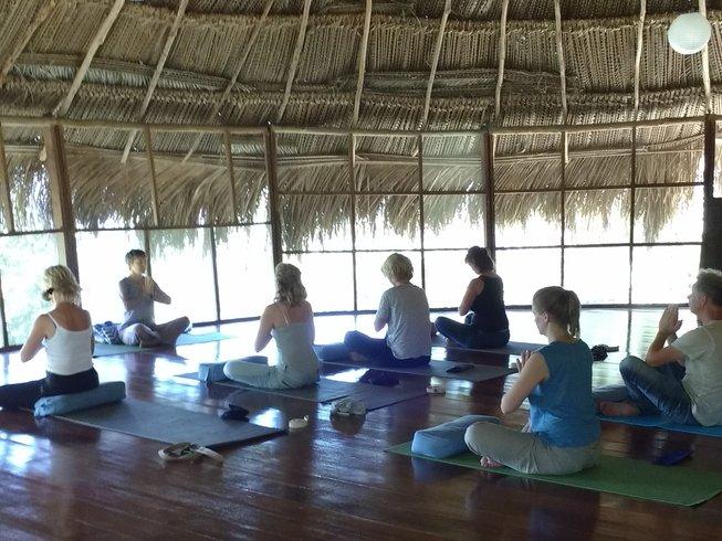 5 días retiro de yoga en el Amazonia de Perú - BookYogaRetreats.com 54efe835774f