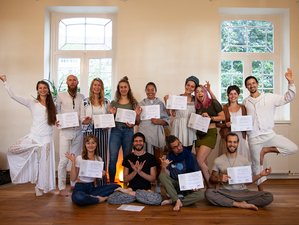 30-Daagse 200-urige Gecertificeerde Integrale Yoga en Meditatie Docentenopleiding in Heks