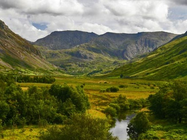 4 Days Weekend Yoga and Walking in Snowdonia, UK