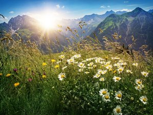 4 Tage Long Weekend Yoga Meditation Sommer Retreat mit Wellness + Wandern in Vorarlberg, Österreich