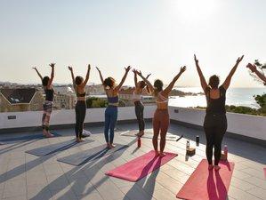 4 jours en stage de yoga vinyasa et surf pour femmes à Biarritz, Pays Basque