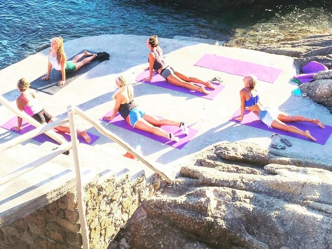 7 Days Fitness and Yoga Retreat in Santorini