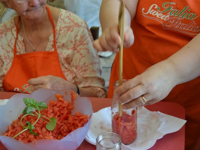 7 Days Passata Sauce Making and Cooking Vacation in Abruzzo, Italy
