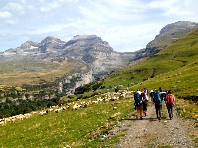 7 Days Meditative Trekking and Yoga Retreat in Spain
