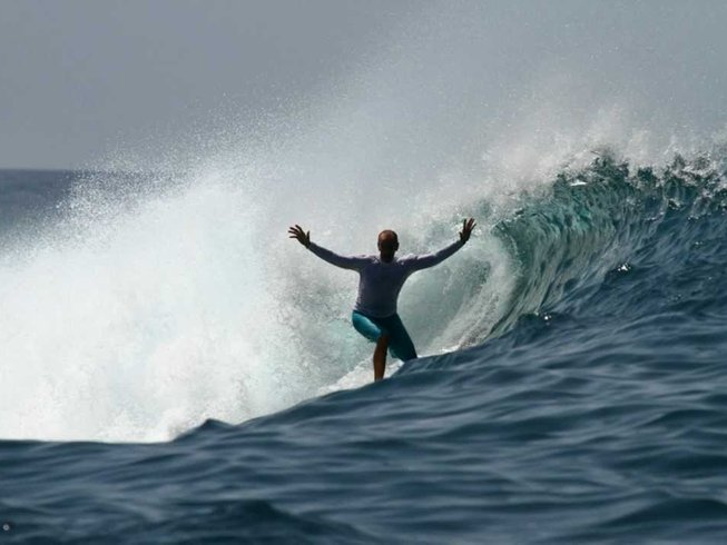 7 Days Surfing Holiday in Maldives