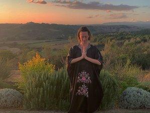 14 Tage 200-Stunden Lakshmi Rising Immersion Yogalehrer Ausbildung mit Zertifikat in Seggiano, Toskana