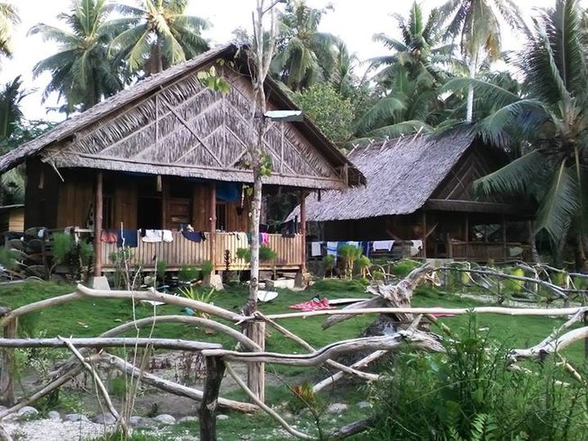 7 Days Budget Mentawai Surf Camp in Indonesia