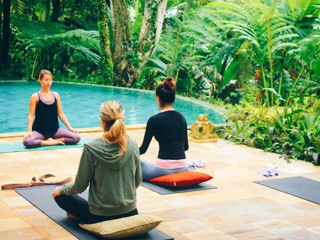 7 jours en stage de yin yoga et detox au jus à Bali, Indonésie