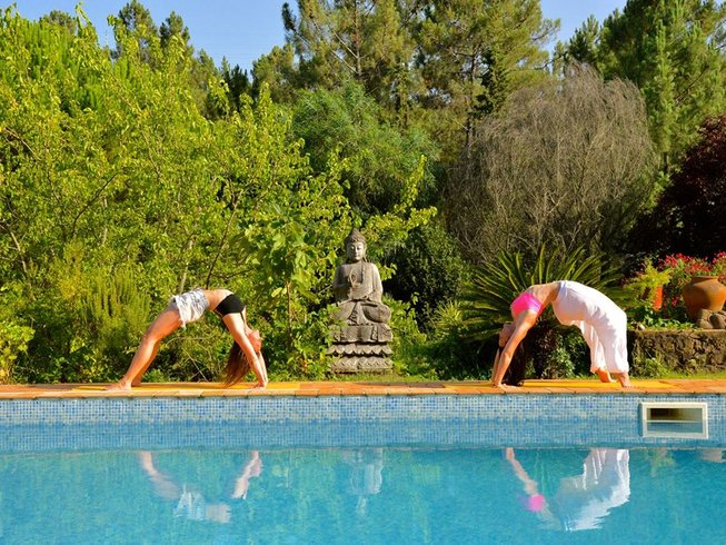 8 Days Juice Detox and Yoga Retreat in Lagos, Portugal