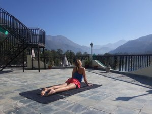16 Tage Ayurveda Yoga Retreat mit Heißen Quellen im Himalaya