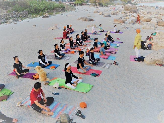 """8 jours en stage de yoga pour femmes """"développez votre féminité"""" à Rishikesh, Inde"""