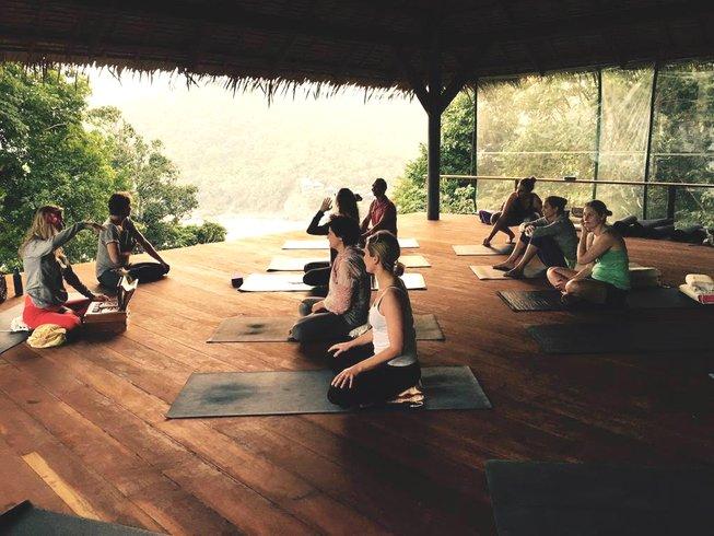 8 días retiro de inmersión de Ashtanga yoga de 40 horas y fin de año en Ko Tao, Tailandia