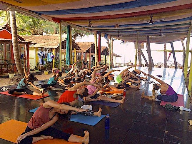 16 días profesorado de yoga 100 horas, curso base en Goa, India