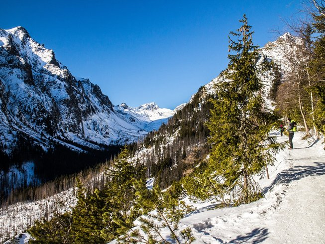 4 Days Winter Walking, Snowshoeing, and Yoga Retreat in High Tatras, Slovakia