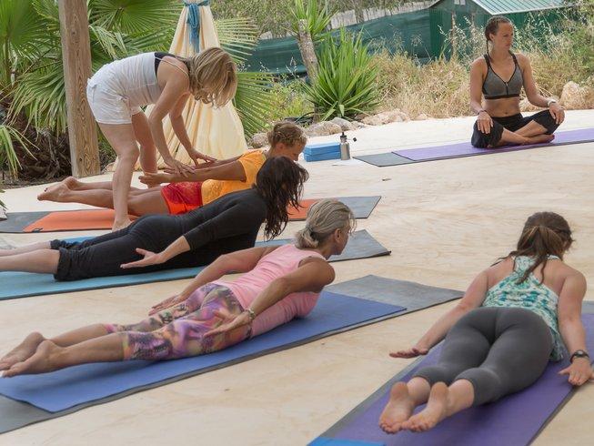 25-Daagse 300-urige Yoga Docententraining voor Gevorderden in Ibiza, Spanje