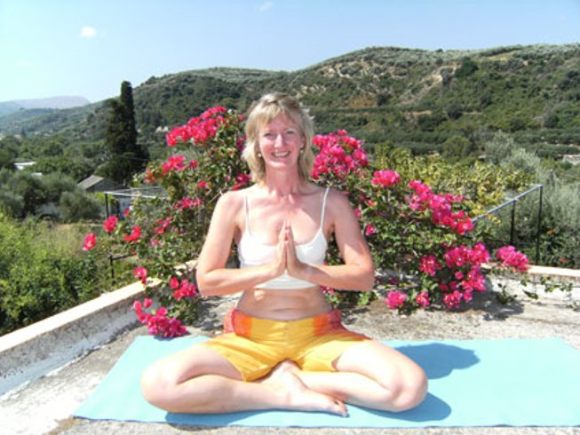 8 Days Spring Walk and Yoga Retreat in Greece