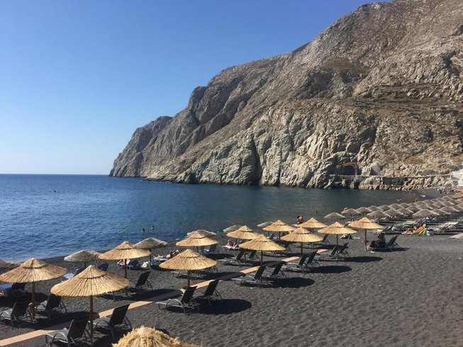 5 Days Santorini Beach Yoga Retreat in Greece
