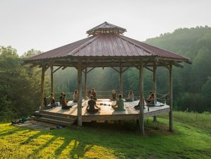 4 Days Yin Yoga and Meditation Holiday in the Great Smoky Mountains, Tennessee, USA