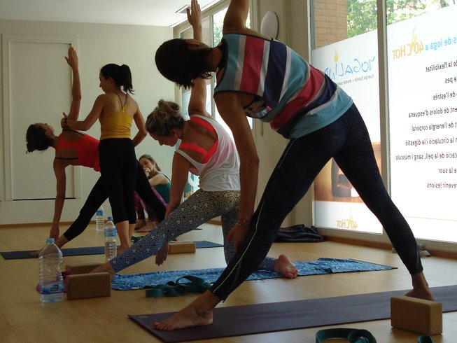 29 days hot yoga teacher training in barcelona. Black Bedroom Furniture Sets. Home Design Ideas