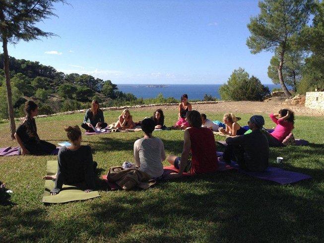 29 Tage 200-Stunden Yogalehrer Ausbildung auf Ibiza, Spanien