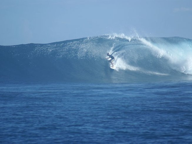 10 Days Surf Camp in Vaadhoo, Republic of Maldives