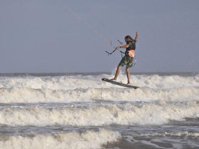 7 Days Beginner Kitesurfing Surf Camp in Malindi Bay, Kenya
