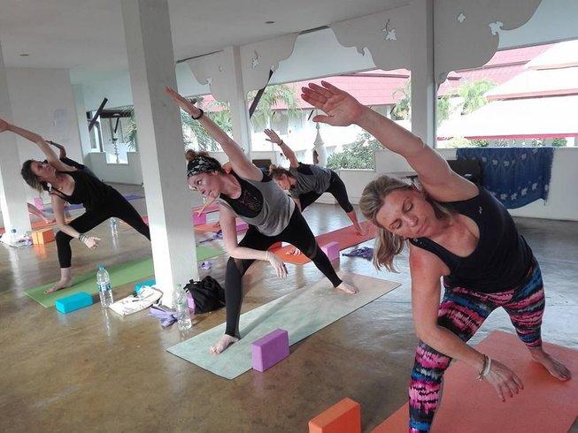 26 días 200 horas profesorado de yoga en Kerala, India