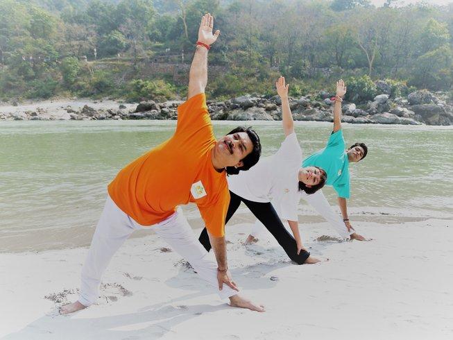 27 jours-200h de formation de professeur de yoga à Rishikesh, Inde