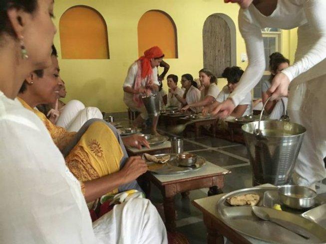 14 Tage Intensives Yoga Retreat im Ashram in Rishikesh, Indien
