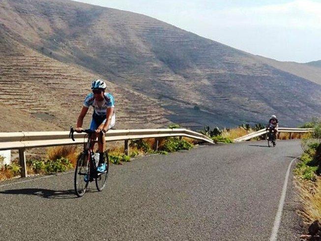 8 Days Mountain Biking and Surf Camp in Caleta de Famara, Teguise, Spain