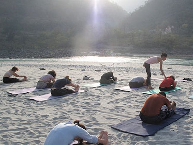 13 Days Yoga for Beginners in Rishikesh Yogpeeth, India