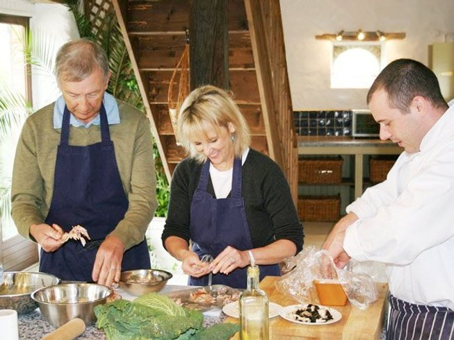 6 Days Walnut Grove Cookery Course in Mayenne, France
