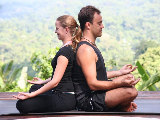 5 Days Couples Massage and Yoga Retreat in Hawaii, USA