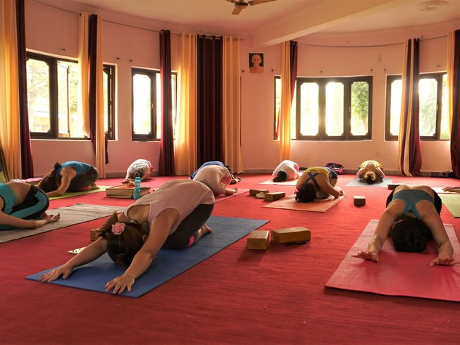 6 Days Meditation & Yoga Retreat in Rishikesh, India