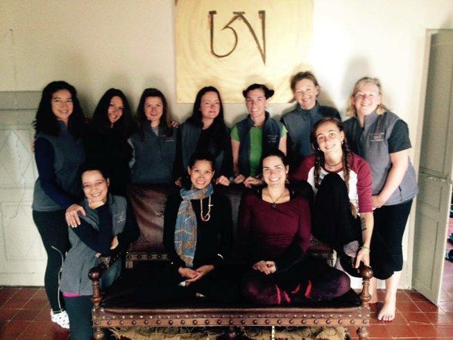 30 Tage 200-Stunden Yogalehrer Ausbildung in den Pyräneen, Frankreich