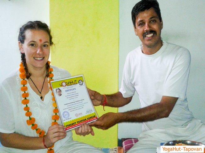 6 Wochen 300-Stunden Yogalehrer Ausbildung für Fortgeschrittene in Rishikesh, Indien