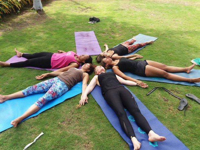 8 días de retiro de yoga Vikara y surf personalizado en Olón, Ecuador