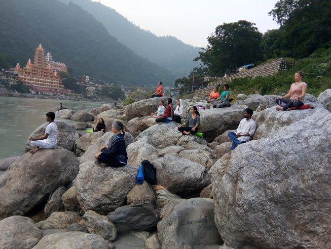 29 Tage 200 Stunden Yogalehrer Ausbildung in Rishikesh, Indien