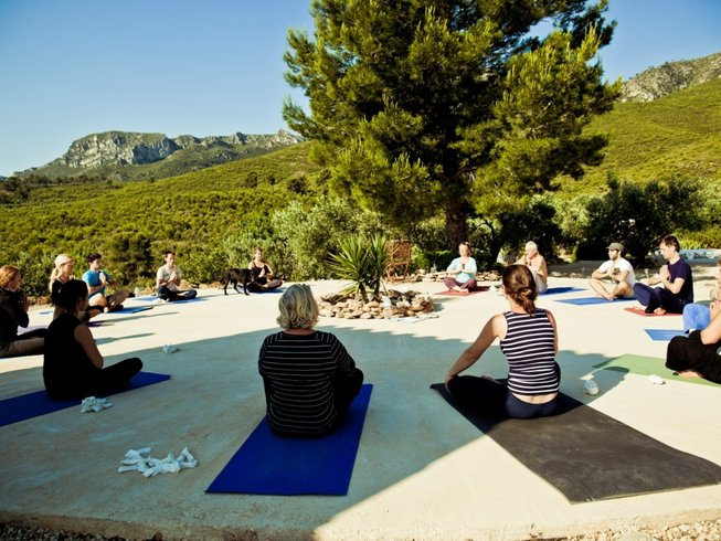 5 Days Raw Food, Detox, and Yoga Retreat in Andalucia