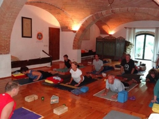 8 Days Gentle Yoga Retreat in Tuscany