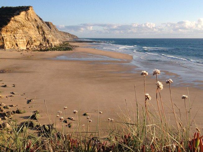 8 días de retiro increíble de yoga y surf en Ericeira, Portugal